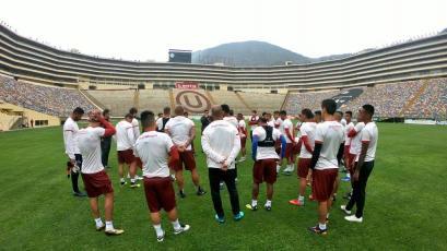 Universitario de Deportes entrenó en el estadio Monumental