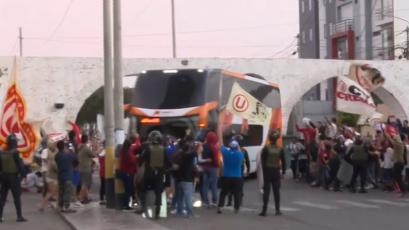 Universitario de Deportes recibió una calurosa bienvenida de sus hinchas en Trujillo
