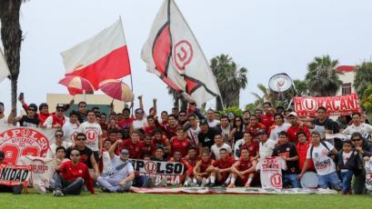 Hinchas de Universitario de Deportes alentaron al equipo durante la práctica en Campo Mar (FOTOS)