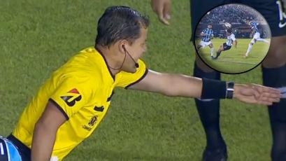 Copa Libertadores: Víctor Hugo Carrillo cobró penal originado por Everton a los 4 minutos (VIDEO)